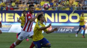 Álvaro controla con la cabeza el Nike Ordem 4.