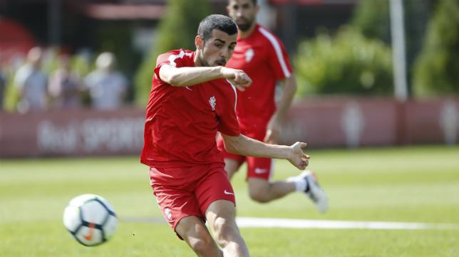 Carlos Castro, en un entrenamiento del Sporting.