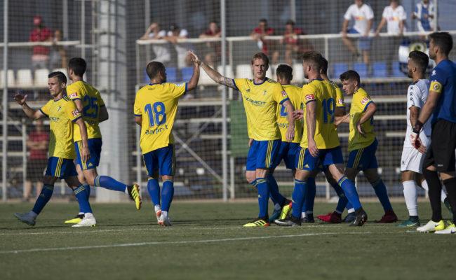 Álex Fernández celebra el gol ante el Hércules CF