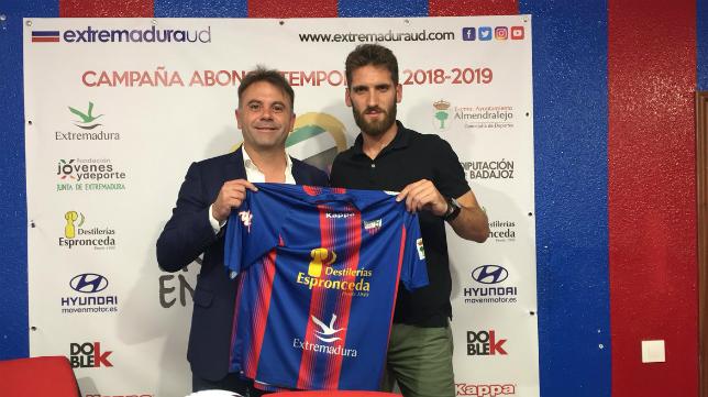 Fausto Tienza, nuevo jugador del Extremadura. Foto: Extremadura UD.