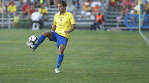 Dani Fragoso controla el Ascente en la primera jornada de liga de aquella temporada.