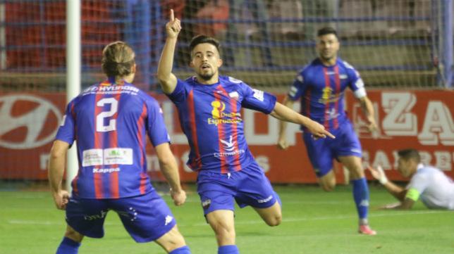 El cadista Jairo Izquierdo celebra uno de los seis goles que ha marcado con la camiseta del Extremadura.