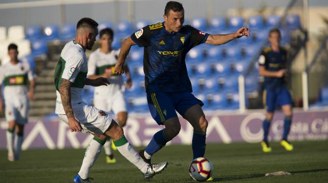 Karim jugó ante el Elche, su actual equipo, en la pretemporada.