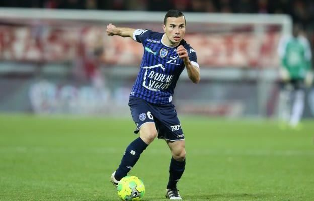 Karim, en un partido con el Troyes.