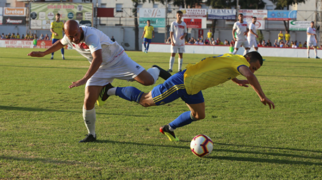 Karim Azamoum volvió a jugar, esta vez en Chiclana.