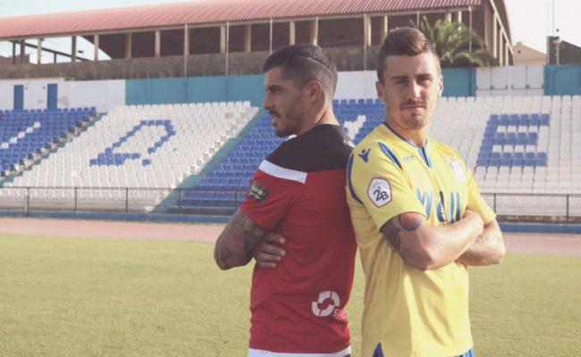 Jugadores de la UD Melilla en la presentación oficial de las equipaciones.