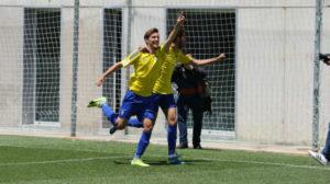 David Toro celebra un gol con el Cádiz CF B.
