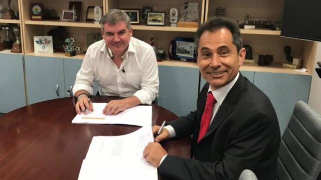 La firma se llevó a cabo en las instalaciones de Carranza.