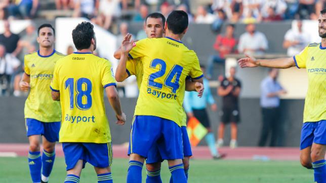 El Cádiz CF volverá a jugar en el Municipal de La Línea.