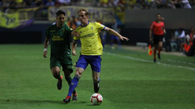 Cádiz CF y UD Las Palmas compiten en LaLiga 123.