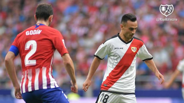 Álvaro García debutó con el Rayo Vallecano en Primera ante el Atlético. Foto: Rayo Vallecano.