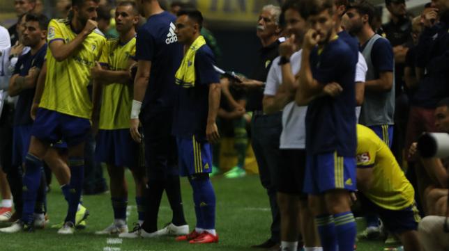 Alvarito observa la tanda de penaltis del pasado Trofeo.