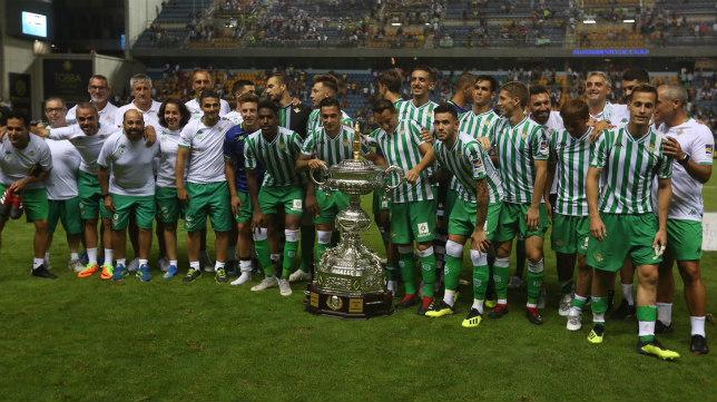 El Real Betis ganó su sexto Trofeo Carranza.