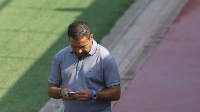 Juan Carlos Cordero, en el entrenamiento del equipo en El Rosal.