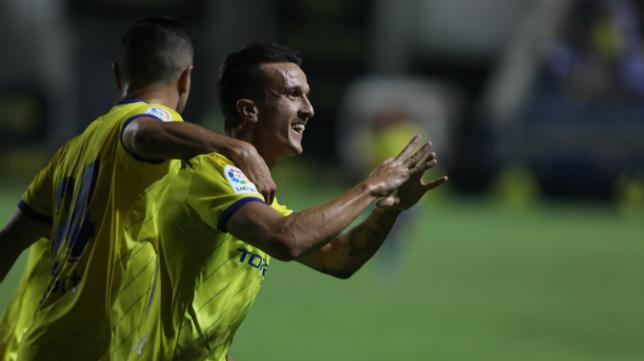 Salvi celebra su gol.