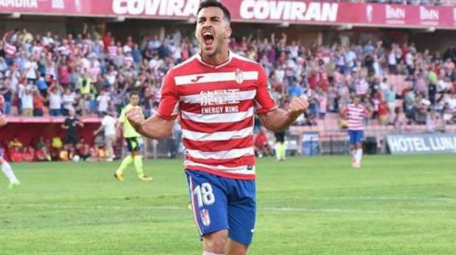 Joselu está cerca del Oviedo, pero el Cádiz CF se mantiene al tanto.