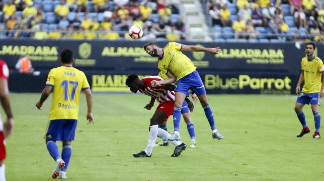José Mari remata en el encuentro frente al Almería de la primera jornada de La Liga