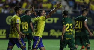 Servando junto a su compañero Marcos Mauro ante la UD Las Palmas.