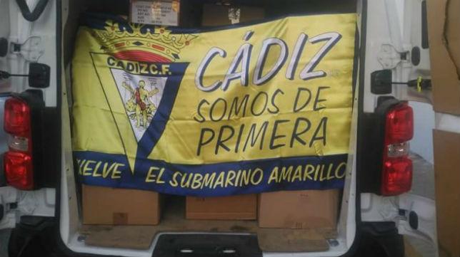 La furgoneta cargada con el material de la Fundación CCF