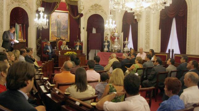 El Salón de Plenos del Ayuntamiento es el escenario cada año del pregón y presentación del cartel del Trofeo Carranza.
