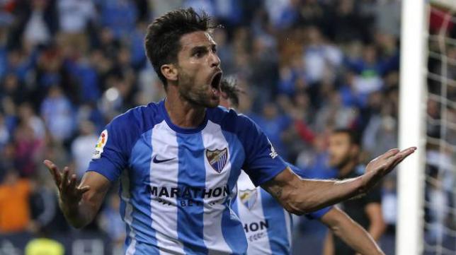 Adrián celebra un gol con el Málaga. Foto: Sur.
