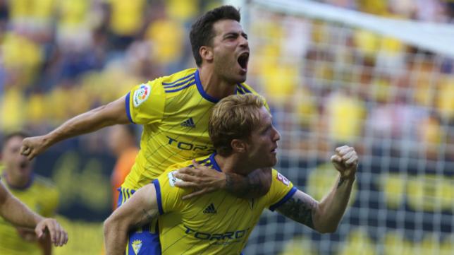 Álex celebra uno de sus goles esta temporada.