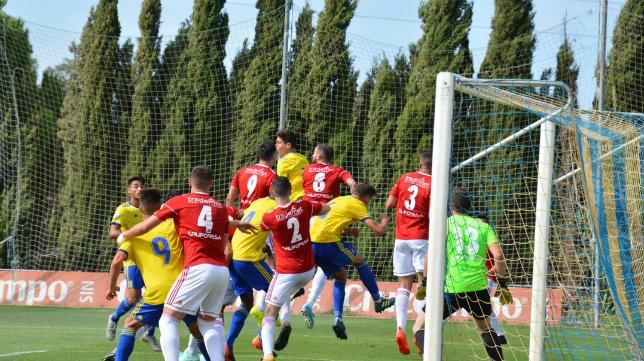 El Cádiz CF B rescató un punto en El Rosal ante el Atlético Espeleño en la primera vuelta (1-1). Foto: Cádiz CF.