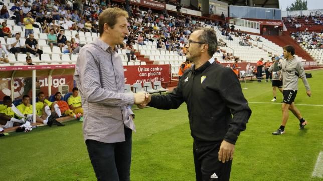 Ramis y Cervera se saludan en el Albacete vs Cádiz.