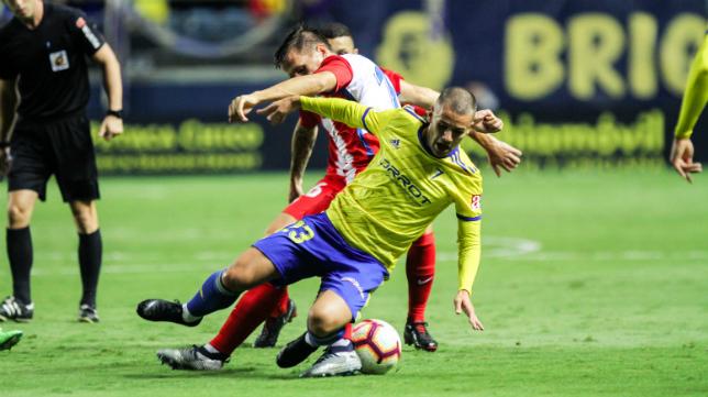 Ager Aketxe, durante el Cádiz CF-Sporting esta temporada.
