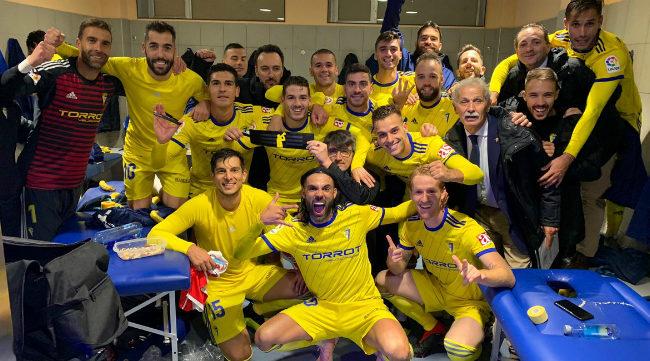 Los jugadores del Cádiz CF tras ganar en Lugo