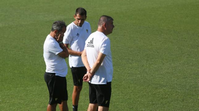 Álvaro Cervera, junto a Perera y Manzano, en un entrenamiento.