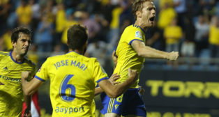 Álex marcó de penalti el gol del Cádiz CF ante el Nástic.