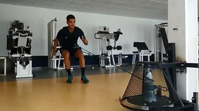 Marcos Mauro trabaja para jugar ante el Sporting de Gijón.