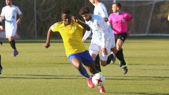 Peter es jugador del Cádiz CF B.