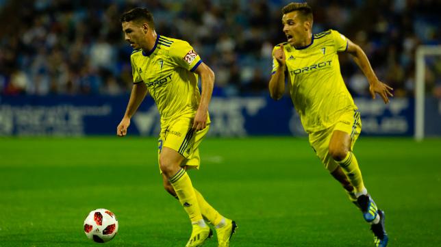 Manu Vallejo y Brian en una jugada ante el Zaragoza en la Copa del Rey.