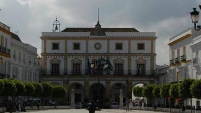 Plaza de España y Ayuntamiento de Medina Sidonia.