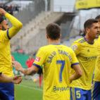Los jugadores del Cádiz CF celebran un gol en Córdoba.