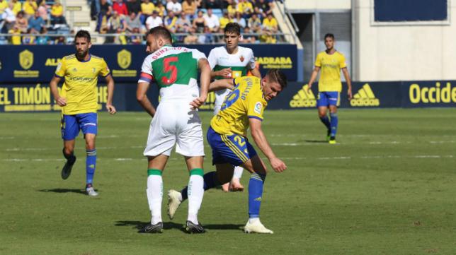 Manu Vallejo marcó uno de los goles del Cádiz CF ante el Elche.