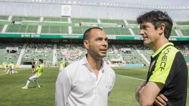 El director deportivo del Elche, Jorge Cordero, con el entrenador del Elche, Pacheta.