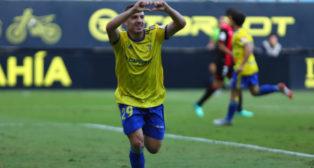 Manu Vallejo celebra el gol ante el Reuz.