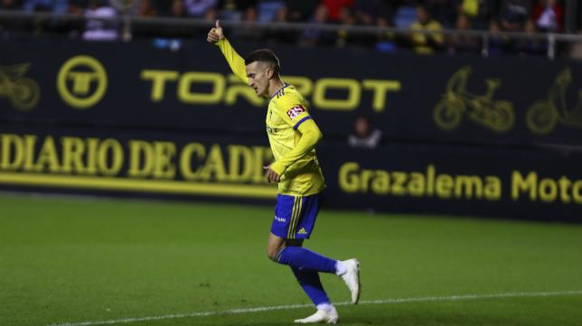 Salvi celebra un gol con el Cádiz CF.