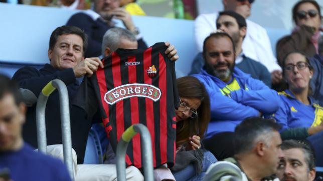 Un aficionado del Reus en Carranza en la última visita del conjunto catalán.
