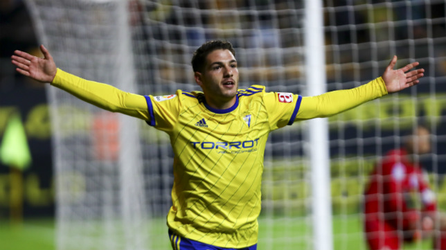 Manu Vallejo celebra un gol.
