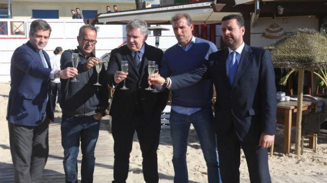 Vizcaíno brinda con Cobo, Cervera, Arias y García Marichal.
