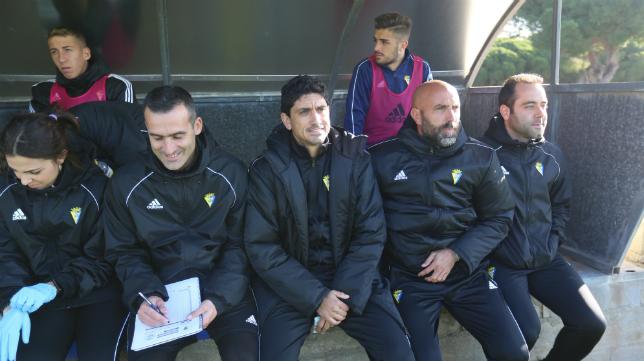 Juanma Pavón, en el banquillo del Cádiz CF B.