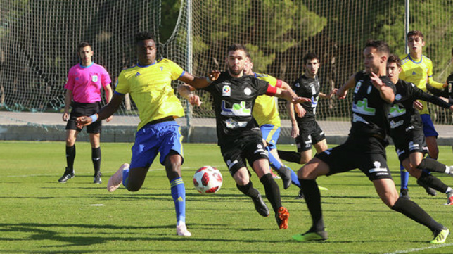 Saturday marcó el gol de la victoria del Cádiz CF B ante el Ciudad de Lucena.