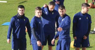 Manu Vallejo, José Mari y Jairo en un entrenamiento.