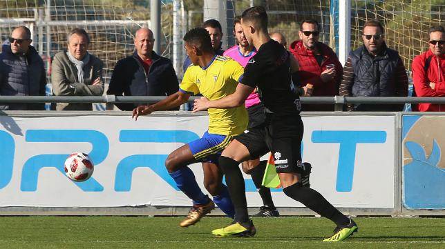 El Cádiz CF B ya no es el líder del Grupo X de Tercera.