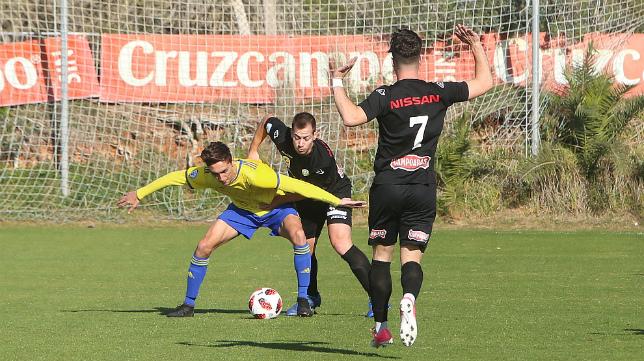 El Cádiz CF defiende su liderato en solitario del Grupo X de Tercera.