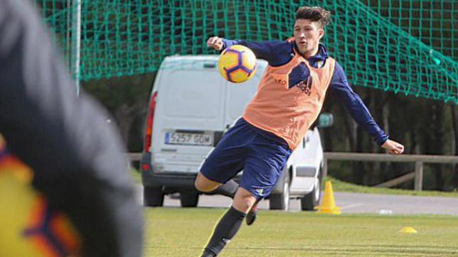 'Pacha' Espino, durante su primer entrenamiento con el Cádiz CF.